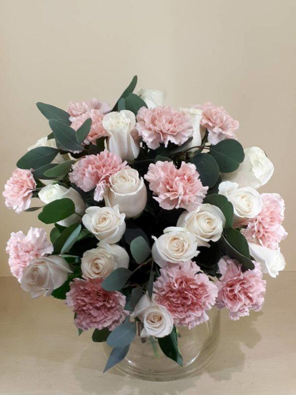 Букет из роз и гвоздик
