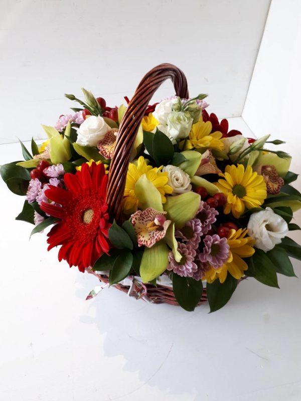 Букет из роз, хризантем, орхидей, гербера