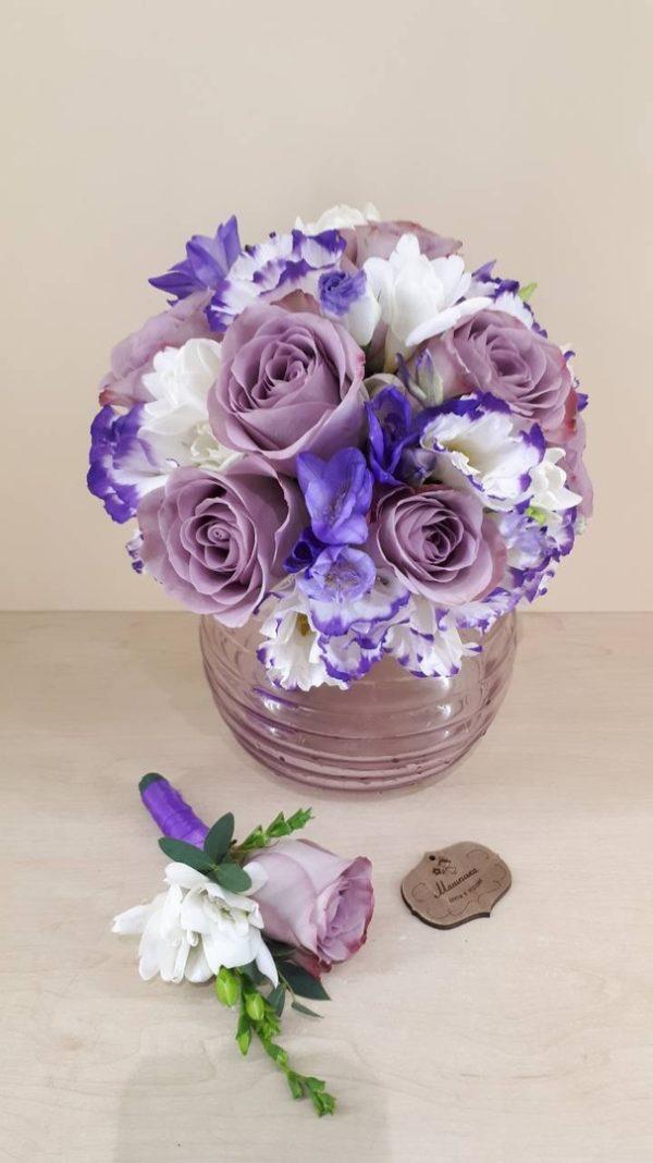 Букет из роз, фрезии, эустомы