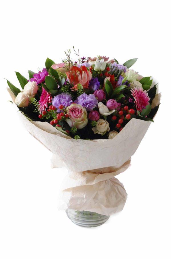 Букет из роз, гербер и гвоздик