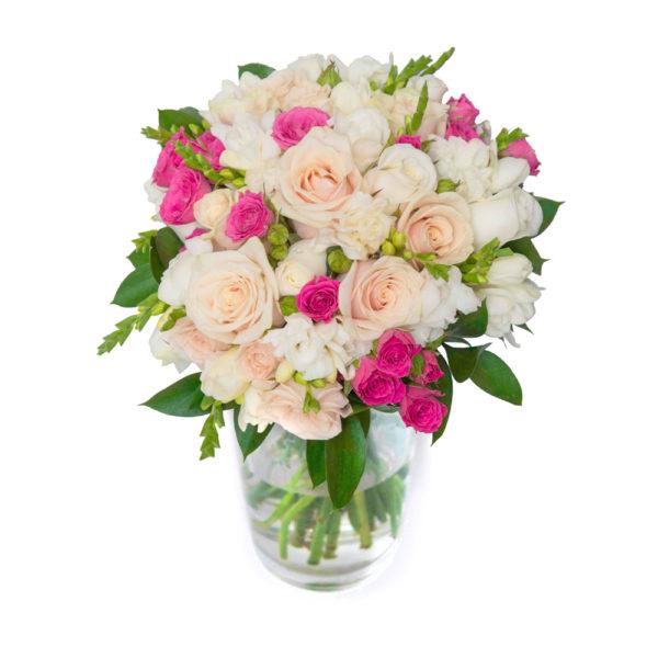 Свадебный букет из роз и фрезий
