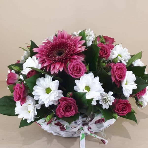 Букет из гербер Герберы, розы и кустовые хризантемы M171
