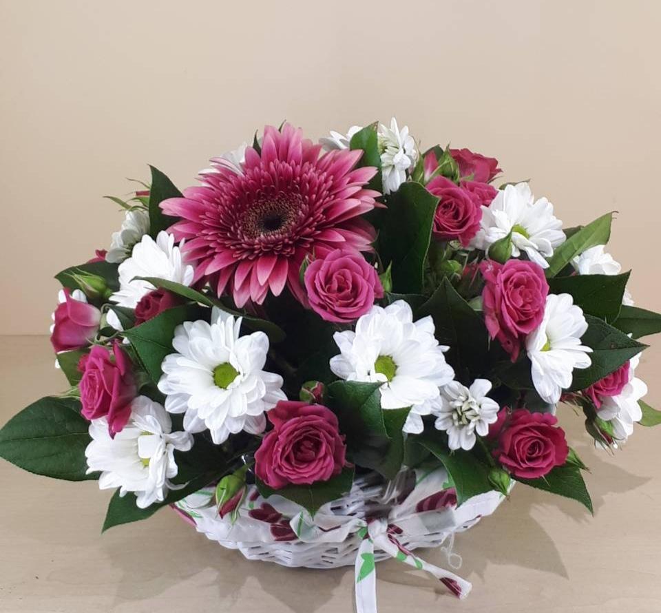 Букет из 7 герберов и 5 хризантем, поставщики цветов симферополь