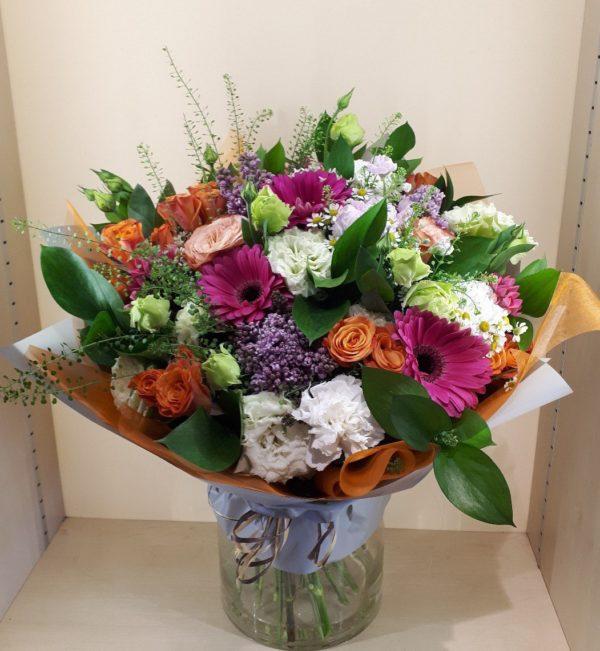 Букет из гербер, роз и эустом