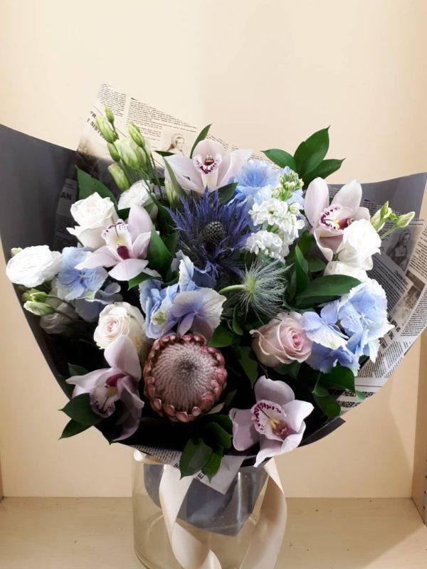 Букет из гортензии, орхидеи, эустомы, роз, зелени