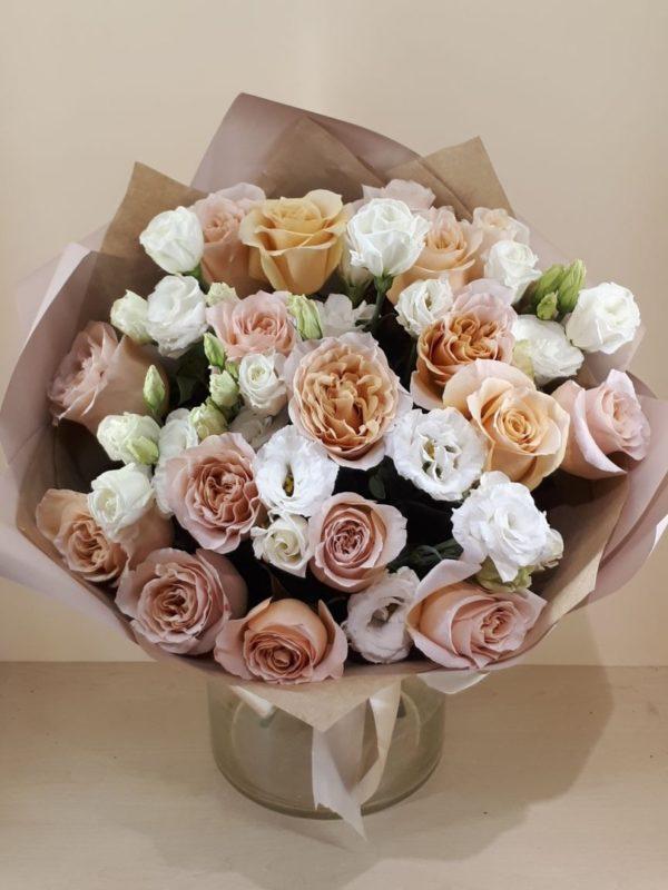 Букет из роз, эустомы