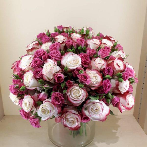 укет из кустовой розы и одноголовой розы
