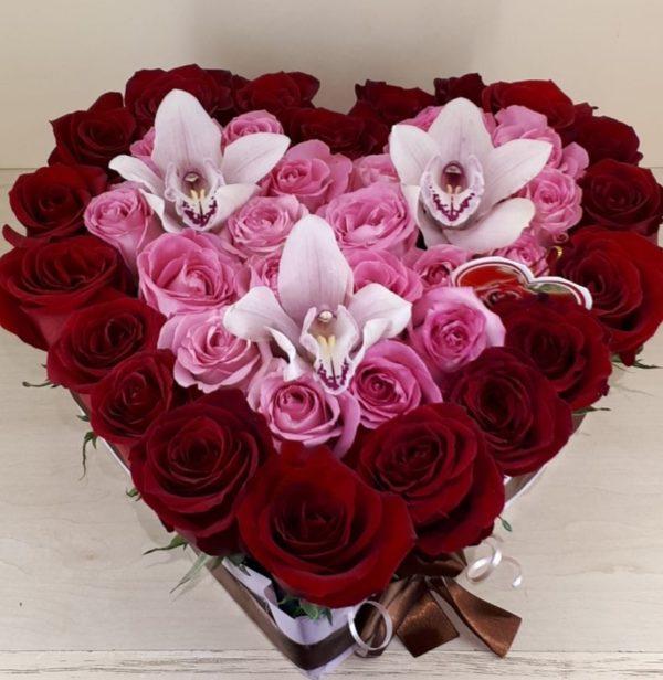Букет из роз, орхидей
