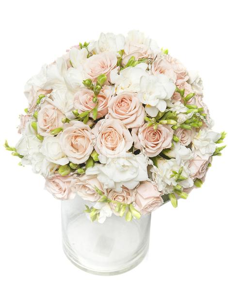 Свадебный букет из кустовых роз и фрезий
