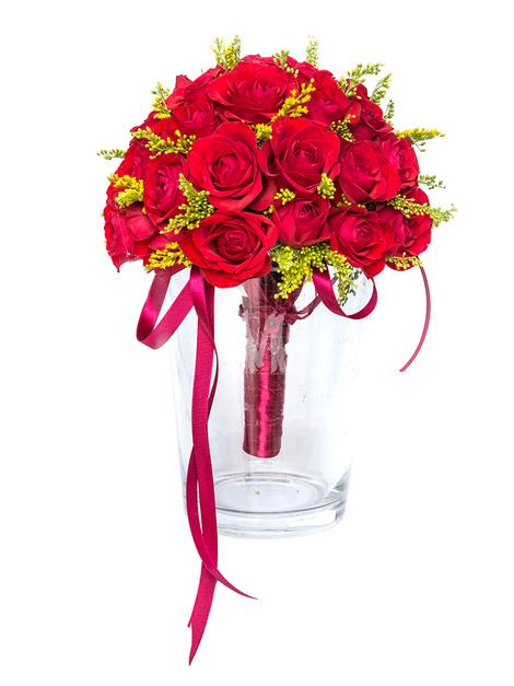Свадебный букет из кустовых роз и солидаго