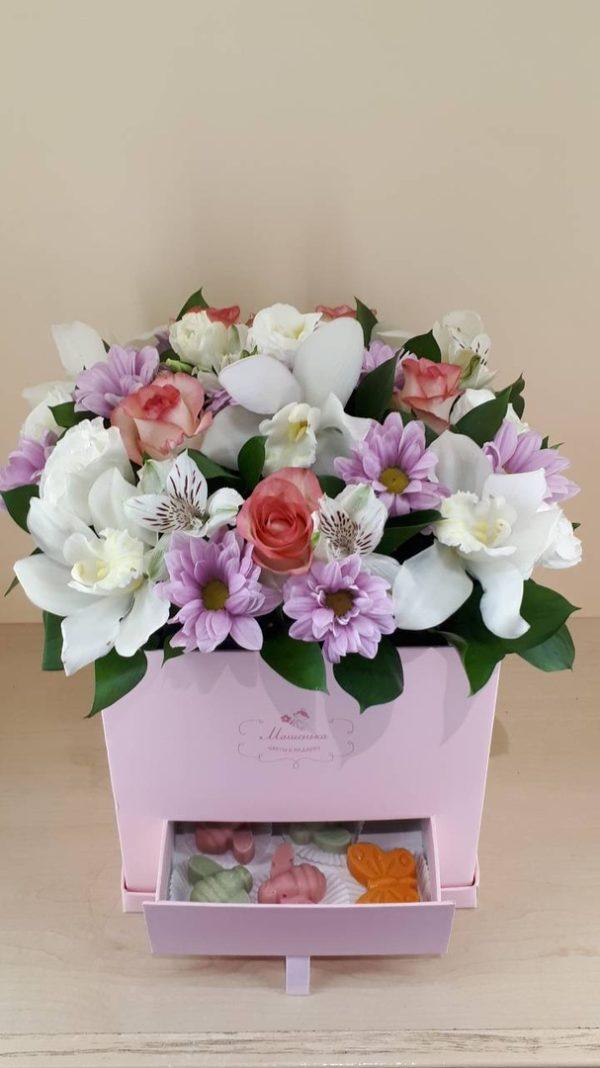 Букет из орхидей, роз, эустомы, альстромерий, хризантем