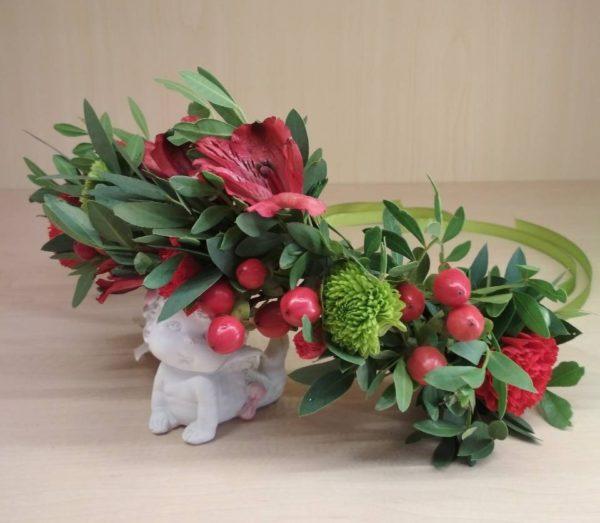 Букет из альстромерии, кустовой хризантемы, гиперикумы, кустовой гвоздики