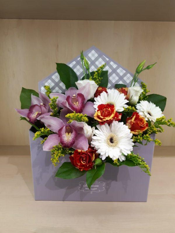 Букет из орхидеи, кустовой розы, герберы, эустомы, зелени