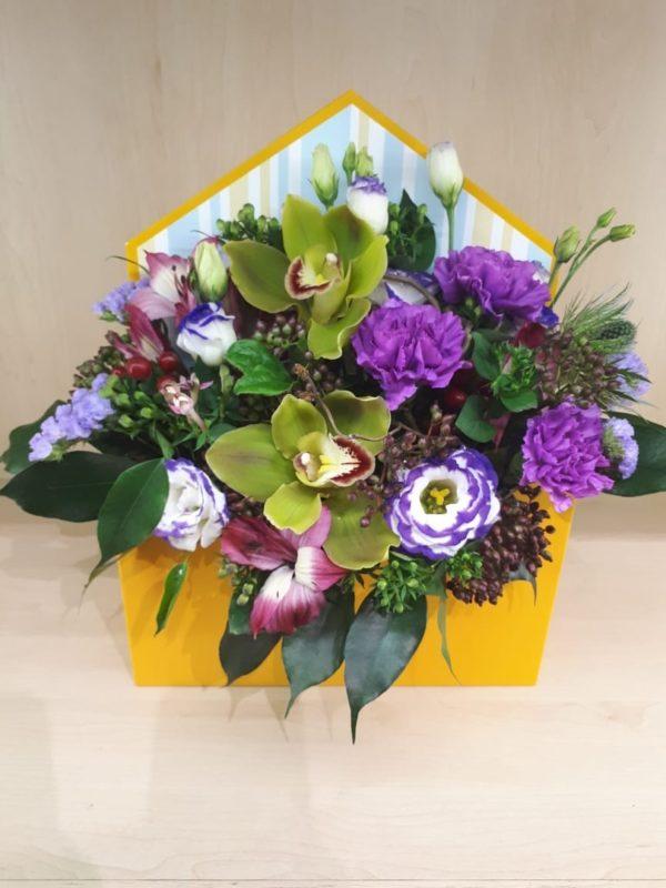 Букет из орхидеи, эустомы, альстромерии, гвоздики