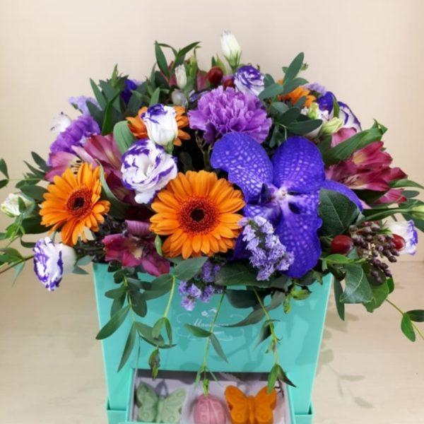 Букет из орхидей, эустом, гербер, альстромерии, гвоздик