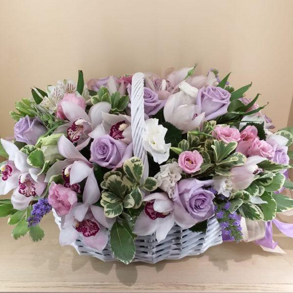 Букет из орхидеи, роз, эустомы, альстромерии, зелени