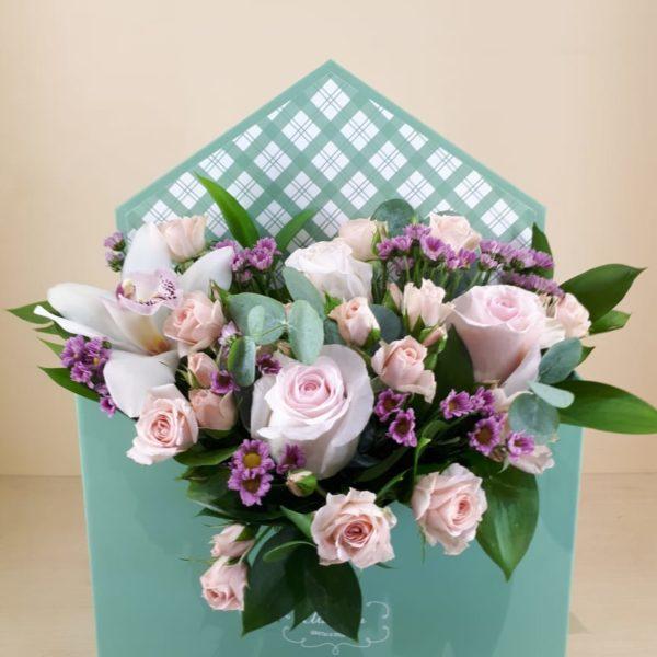 Букет из роз, хризантем