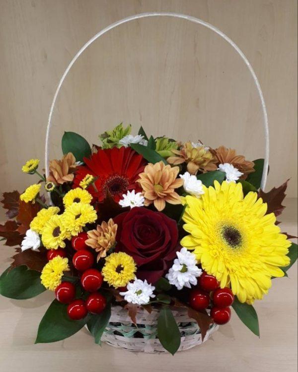 Букет из герберы, роз, хризантем, альстромерии, зелени