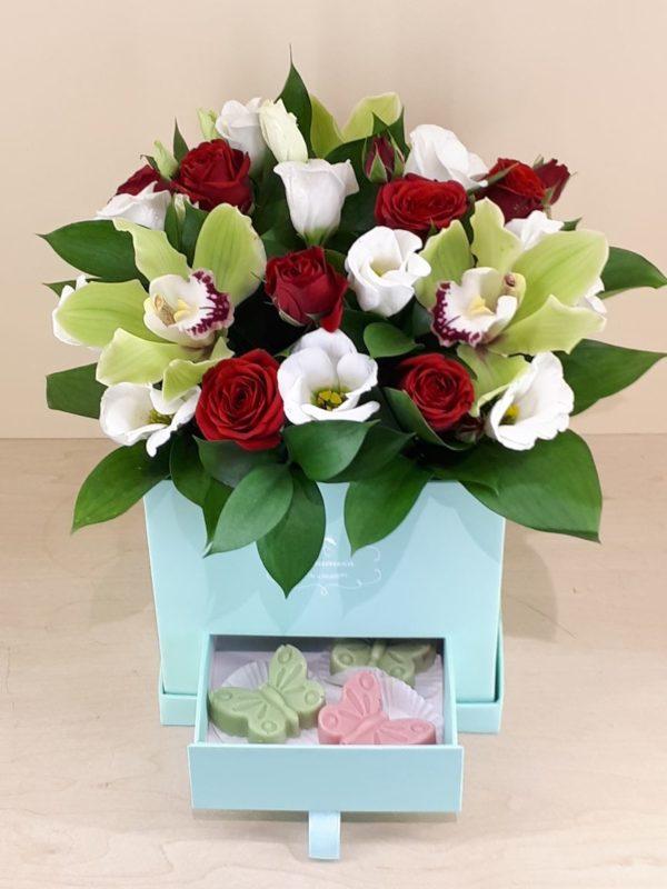 Букет из роз, орхидеи, эустом