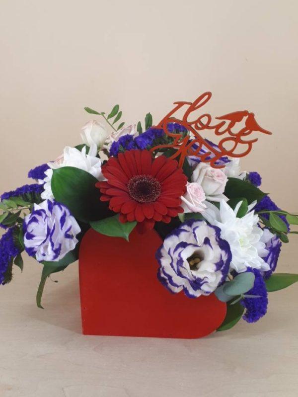 Букет из гербера, эустомы, хризантемы, кустовой розы, зелени