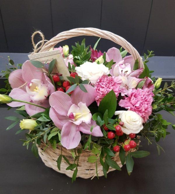 Бкетр карзми Орхидеи, эустома, альстромерия, гвоздики, гиперикум, зелени