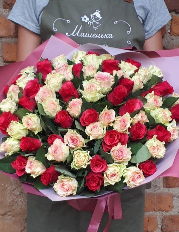 Букет состоящий из 71шт. кенийских роз