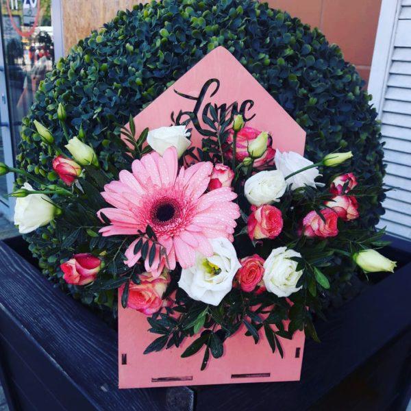 Букет из гербера, эустомы, кустовой розы
