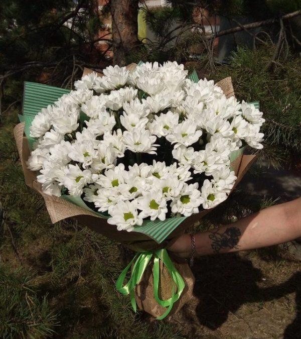 Букет состоящий из 15 веток кустовой хризантемы