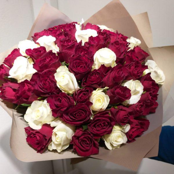 Букет состоящий из 45шт. кенийской розы