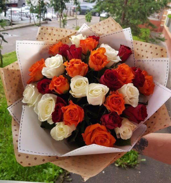 Букет состоящий из 31шт. кенийских роз