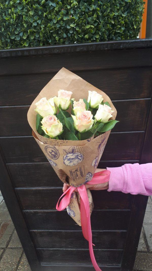 Букет из 7 штук кенийской розы
