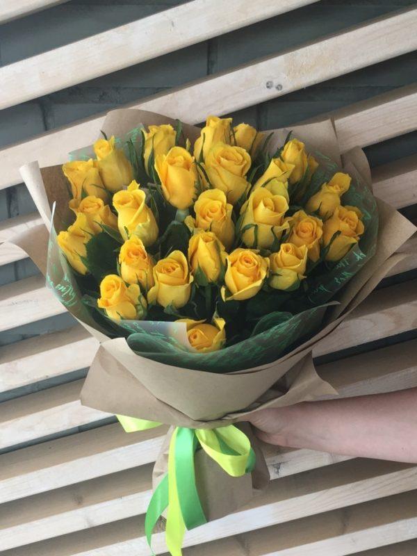 Букет состоящий из 25шт. кенийской розы
