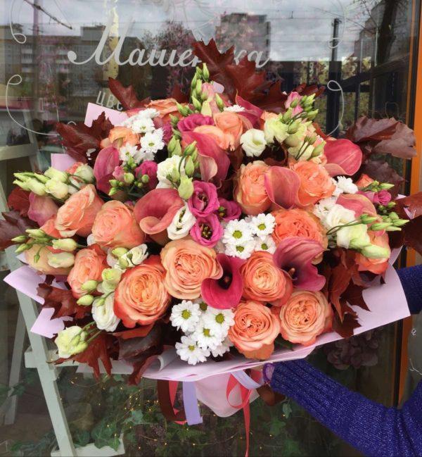 Букет из роз, каллы, эустомы, хризантем, дубовых листьев, зелени