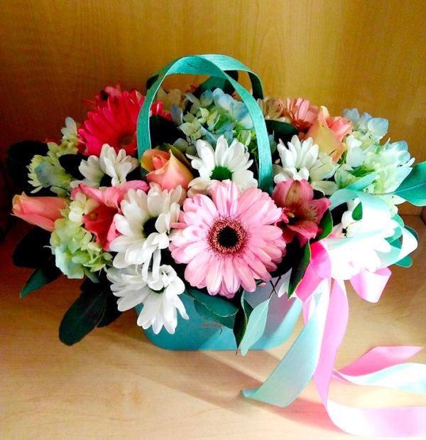 Букет из герберы, роз, хризантем, зелени