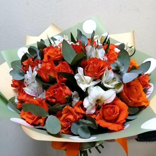Букет из розы, альстромерии и эвкалипта